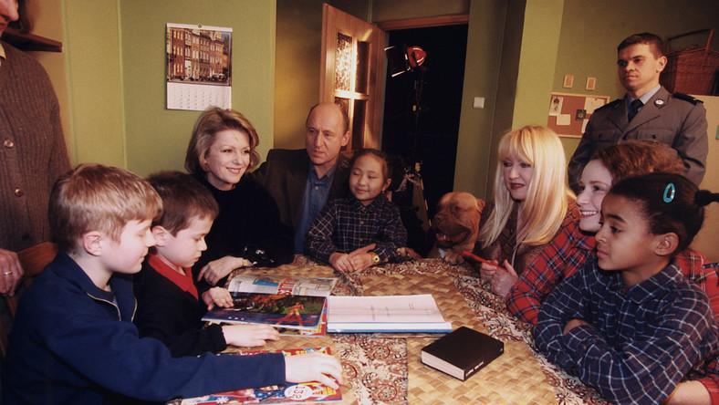 """Serial """"Rodzina zastępcza"""" był emitowany na antenie Polsatu od 1999 do 2009 roku."""