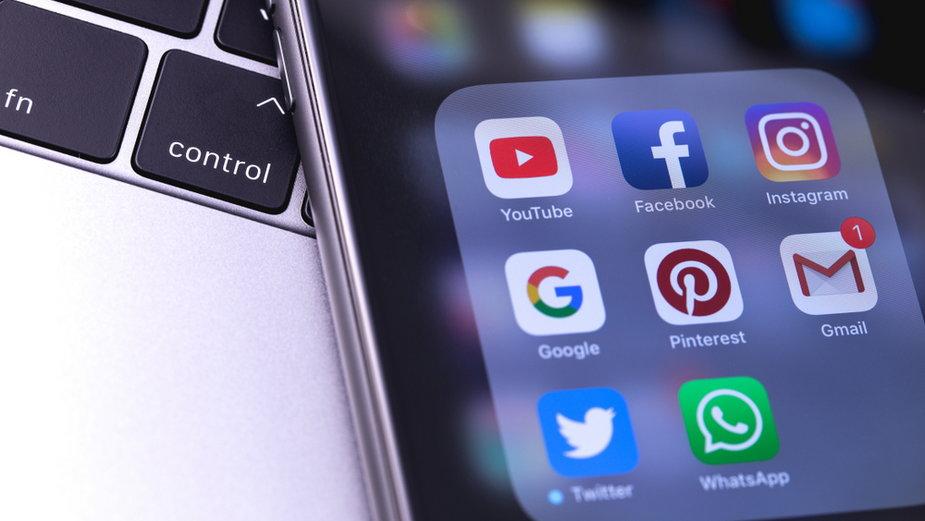 W Australii przyjęto nowe prawo. Facebook i Google będą płacić mediom