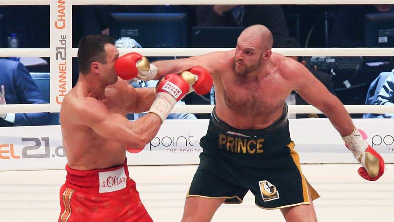Dwóch sędziów wskazało zwycięstwo brytyjskiego pięściarza 115:112, trzeci punktował 116:111.