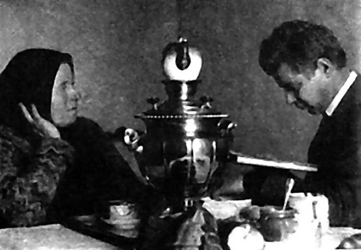 Jesenjin sa majkom, poslednji snimak 1925. u moskvi