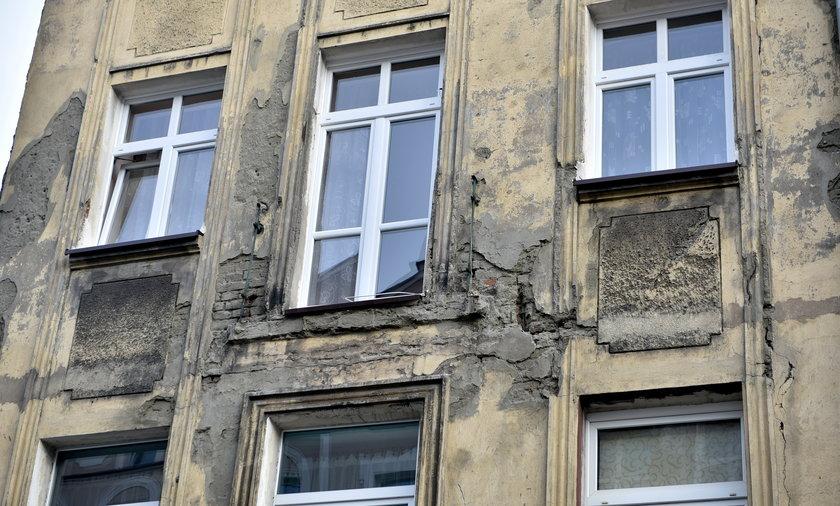 Runął balkon w Łodzi