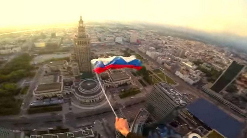 """Wdrapali się na wieżowiec """"Złota 44"""" i wywiesili rosyjską flagę"""