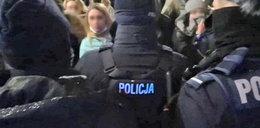 """Szokujące nagranie z interwencji policji we Wrocławiu. """"Mordercy, zabili go!"""""""