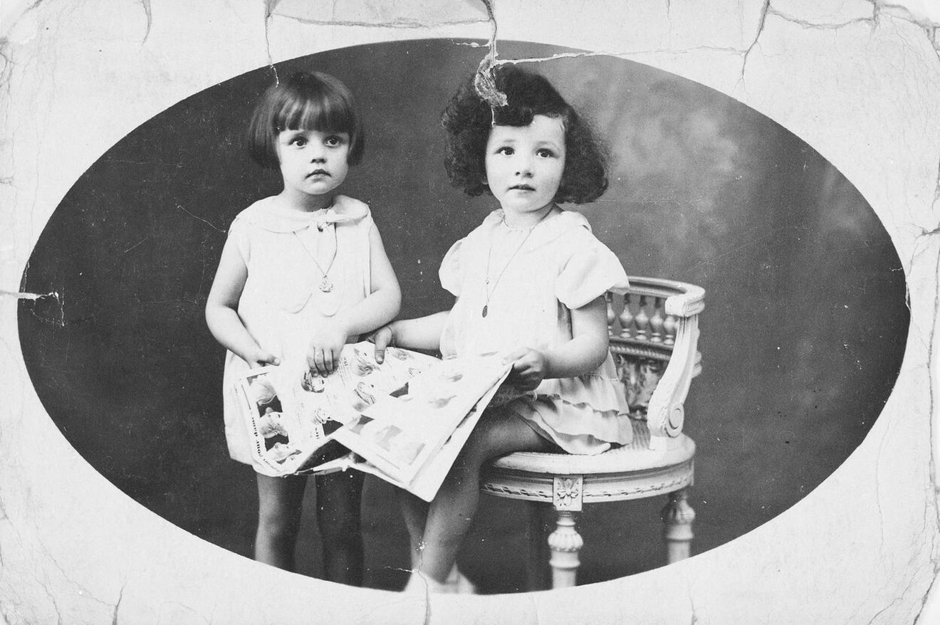 Žana Moro (levo) sa sestrom