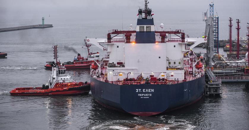 """Na zdjęciu: Zbiornikowiec """"St. Helen"""" dostarczył okolo 600 tys. baryłek amerykańskiej ropy"""