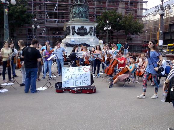Studenti se samostalno oraganizovali za pomoć najugroženijima(FOTO/ VIDEO Boris Zekić)