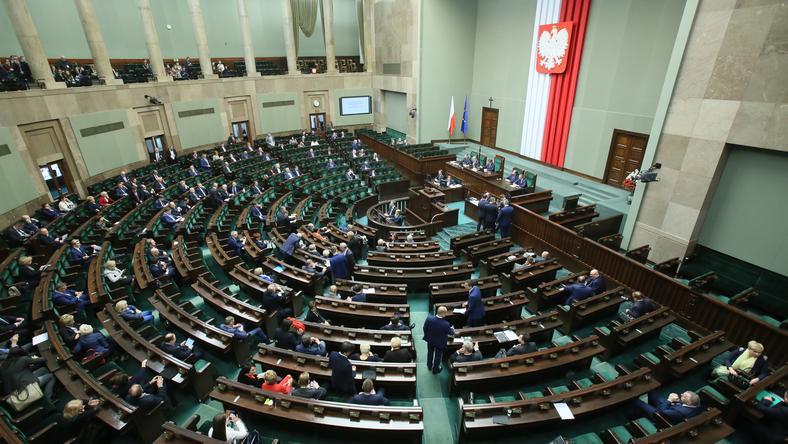 Sejm zajmuje się dziś projektem zmian w ustawie o służbie zagranicznej