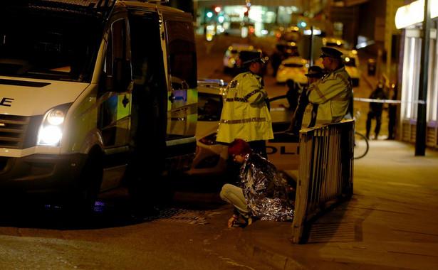 W ramach dochodzenia w sprawie poniedziałkowego zamachu brytyjska policja przeprowadziła we wtorek kontrolowaną eksplozję na południowych przedmieściach Manchesteru