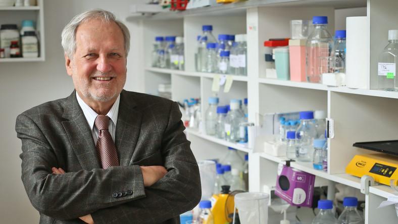 Prof. Jerzy Duszyński - biochemik, w latach 2008–2009 wiceminister nauki, od 2015 r. prezes PAN. Profesor w Instytucie Biologii Doświadczalnej im. M. Nenckiego PAN