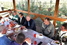 Omiljena jela svetskih političara: Od Tita se, ipak, veći gurman nije rodio?
