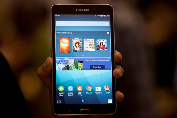Samsung Galaxy TAB 4 - cena ok. 900 złotych System operacyjny: Android 4.4 KitKat Wyświetlacz: 1280 x 800 pikseli Procesor: Samsung Exynos 3470, 1,4 GHz Pojemność: 8 GB Pamięć RAM: 1536 MB Modem: LTE
