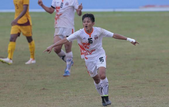 Pilot slavi gol za reprezentaciju Butana