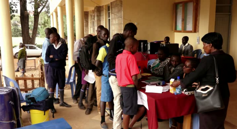 Parents and students during the Form 1 admission process at a Kenyan secondary school (Twitter)
