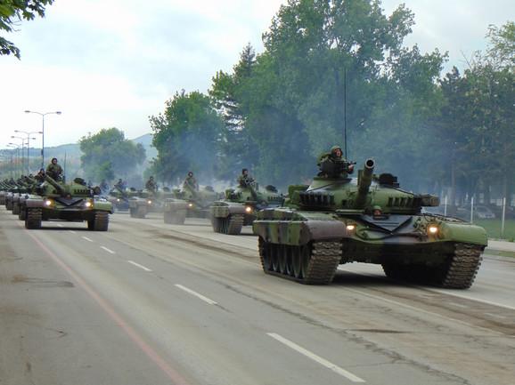 Iako nisu nastala veća oštećenja nakon prolaska tenkova, asfaltiraće se 2,2 kilometra bulevara