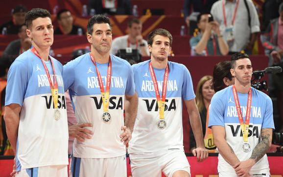 Skola i njegovi saigrači iz reprezentacije bili su neutešni posle poraza od Španije u finalu Mundobasketa