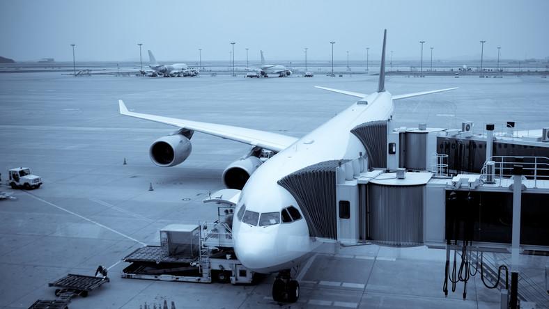 Samolot na lotnisku