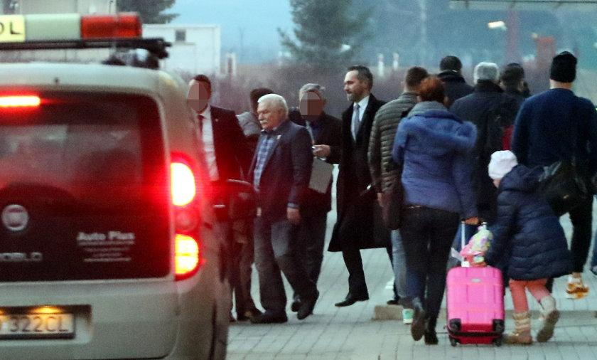 Wałęsa wrócił do kraju.