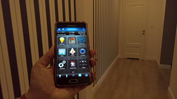 Sterowanie domem odbywa się poprzez aplikację