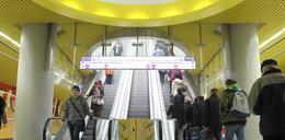 W nowym metrze już drugi dzień nie działają schody