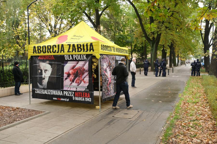 21.10.2020 Namiot i przeciwników aborcji/ Fot. Mateusz Grochocki/East News
