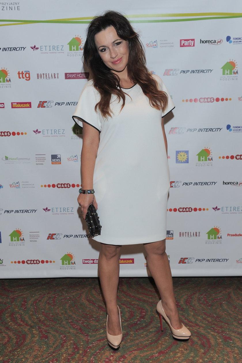Beata Tadla w białej sukience