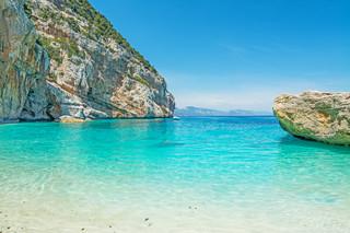 Wywozisz piasek i muszelki z Sardynii? Słono za to zapłacisz