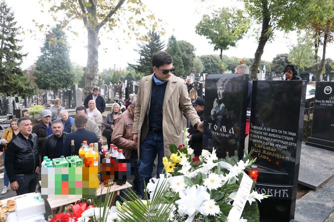 Milan Marić na grobu Tome Zdravkovića