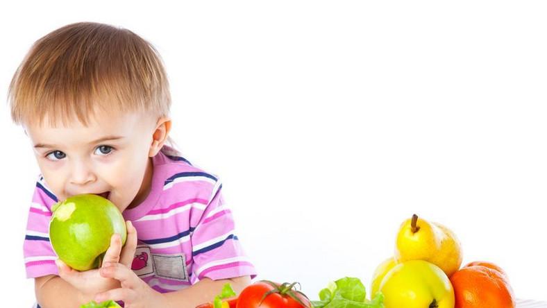 Podawanie do posiłku wody sprzyja jedzeniu warzyw i owoców przez dzieci – wynika z badań