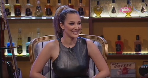 Aleksandra Prijović zapevala čuvenu pop pesmu i raspametila sve! Video