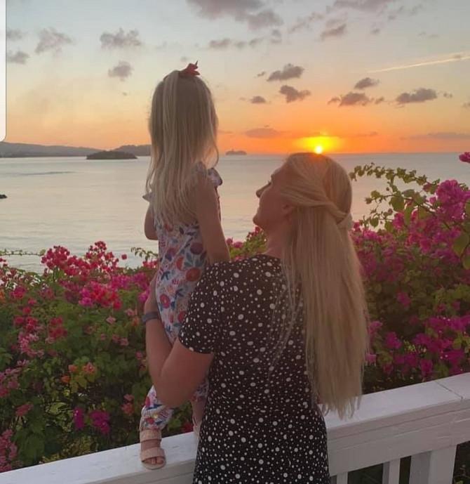 1Rebeka Adlington sa ćerkom Samer
