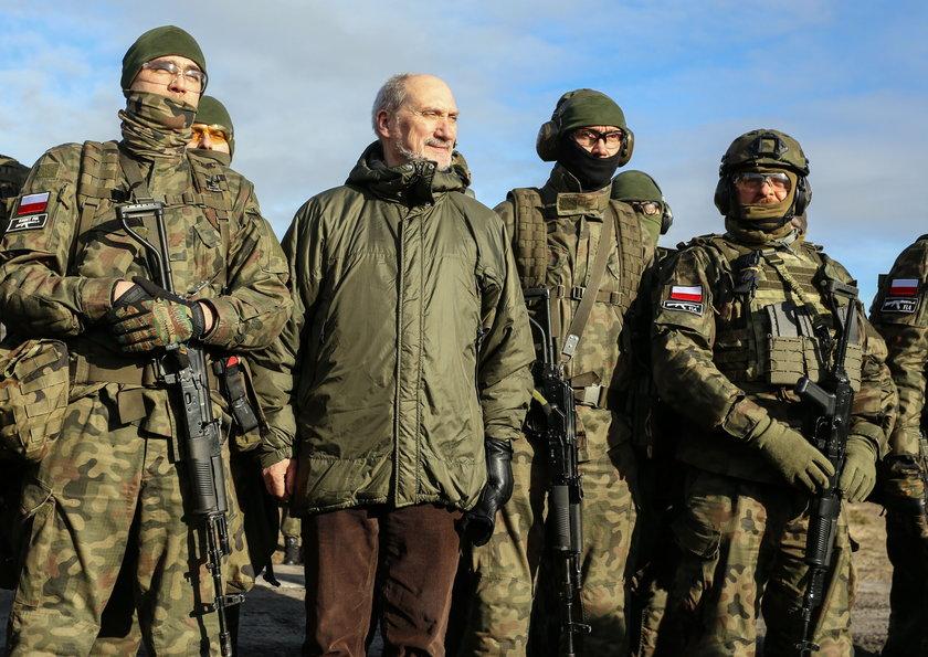 Macierewicz sparaliżował armię!
