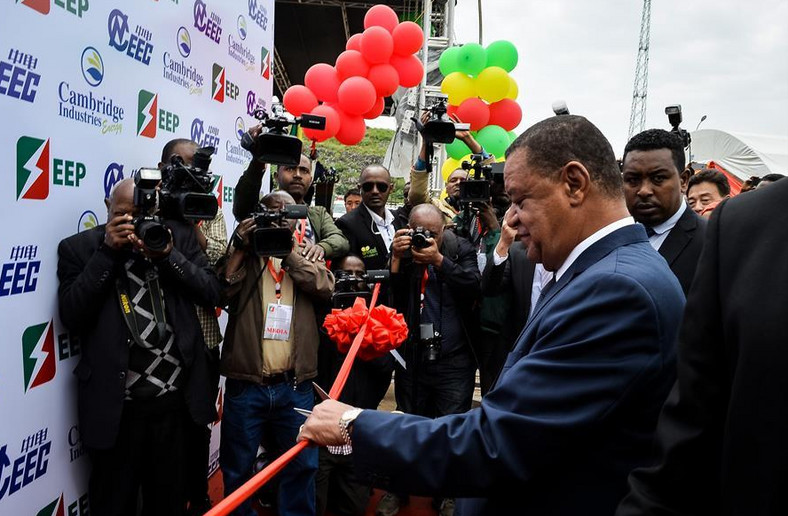 Ethiopian President Mulatu Teshome officially opening the Reppie project.
