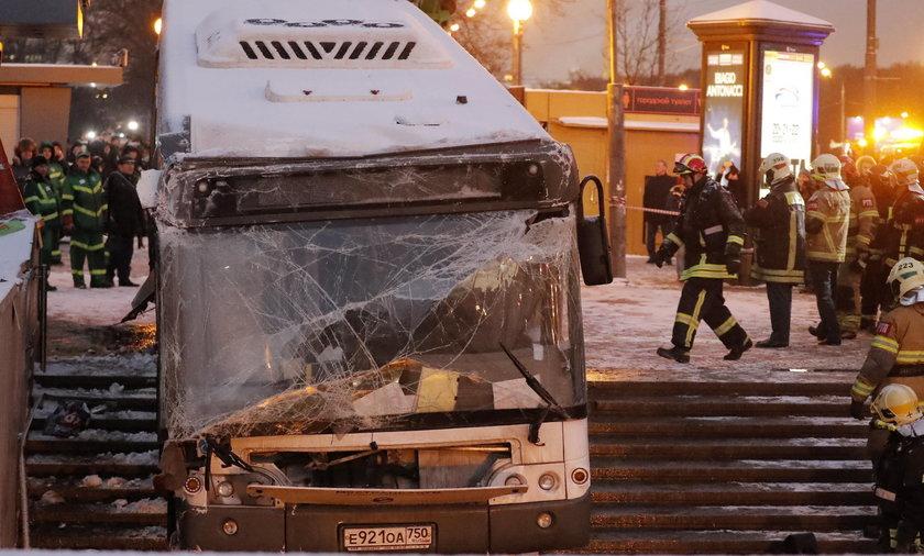 Moskwa. Rozpędzony autobus wjechał w tłum ludzi