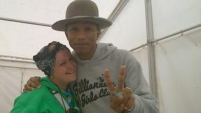 """Pharrell Williams zaprosił na scenę Polkę i zadedykował jej utwór """"Happy""""; Doda komentuje pokazanie biustu na koncercie - flesz muzyczny"""
