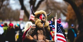 'Człowiek bizon' przyznał się do zarzutu utrudniania pracy Kongresu USA