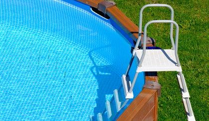 Dramat na działkach. Mężczyzna utonął w basenie