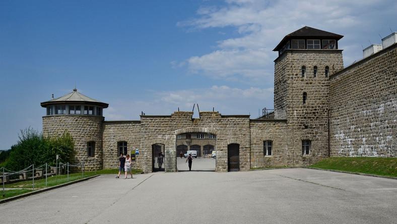 Brama  byłego niemieckiego obozu śmierci w Mauthausen