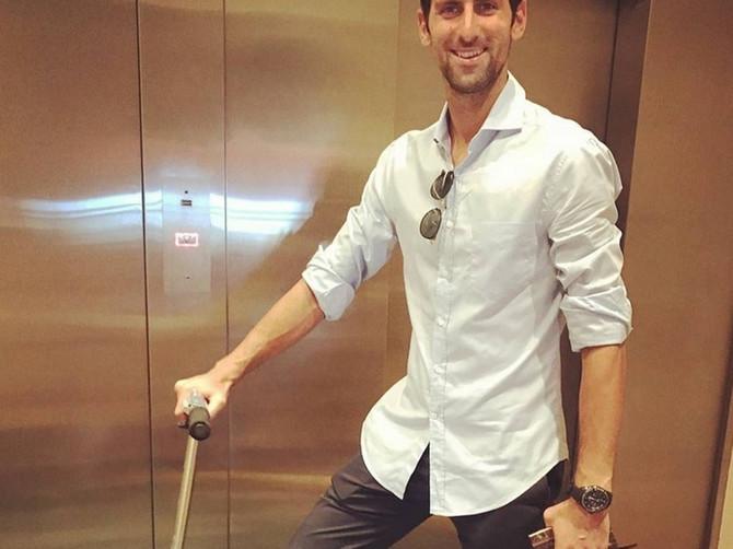 Novak se javio iz Praga: Na slici su njegova Jelena, brat i devojka koja će PRIVUĆI VAŠU PAŽNJU