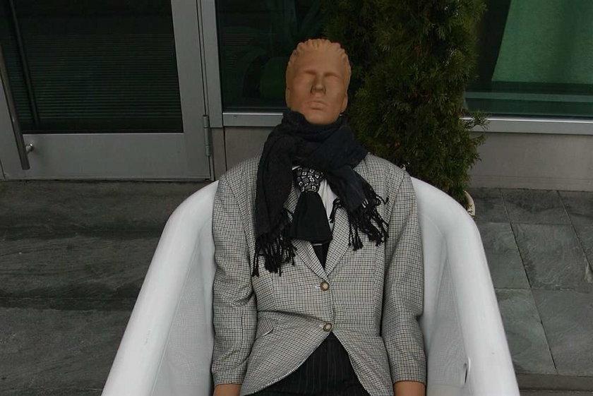 Skandal w Świdnicy. Policjanci pomylili zwłoki kobiety z manekinem