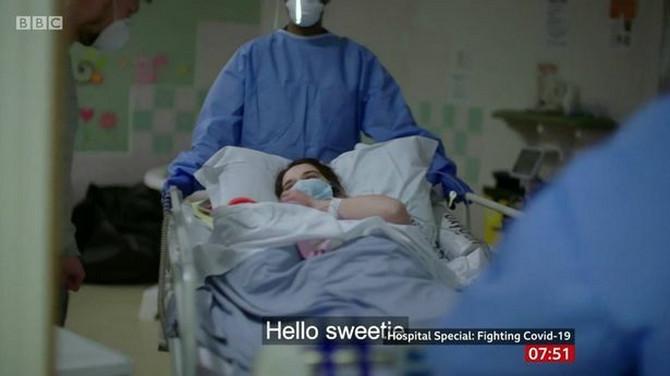 Sabina na ulazu u operacionu salu