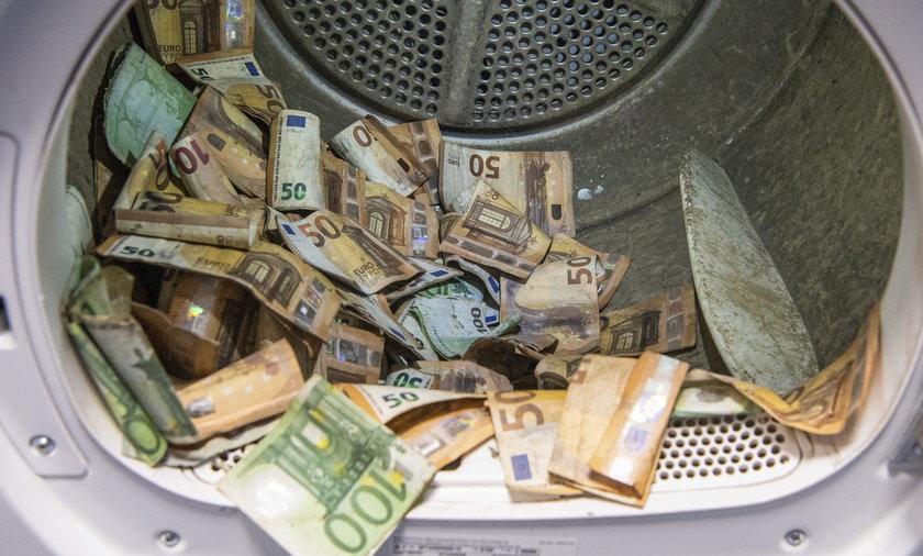 Powódź zniszczyła banknoty o wartości dziesiątek milionów euro.