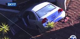 Słodko spali, gdy na dachu ich domu wylądował... samochód