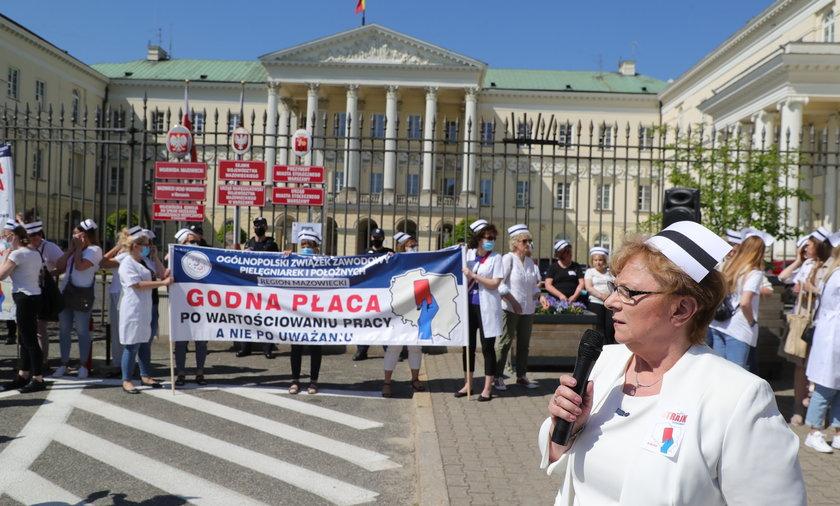 Protest pielęgniarek i położnych.