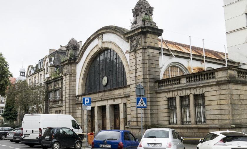 zaniedbany stary dworzec w Katowicach