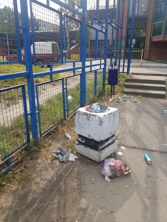 Nedovoljan broj kanti za smeće, ali i neredovno pražnjenje istih