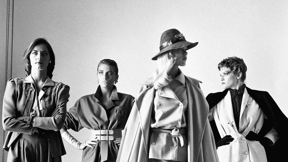 """Helmut Newton, """"Sie kommen (dressed)"""" (francuski """"Vogue"""", Paryż, 1981)"""