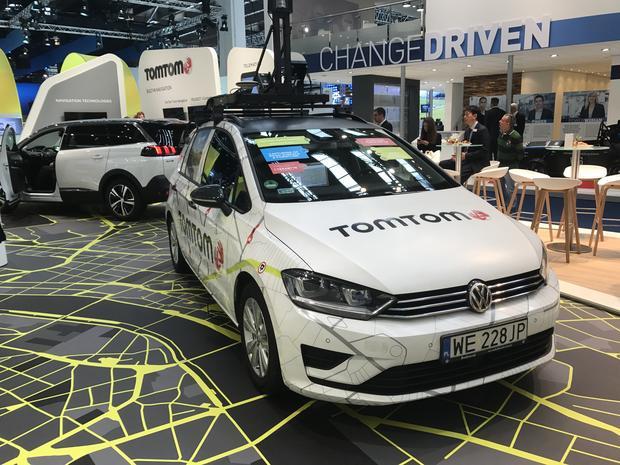 Samochód TomTom przygotowany w firmowym ośrodku w Łodzi