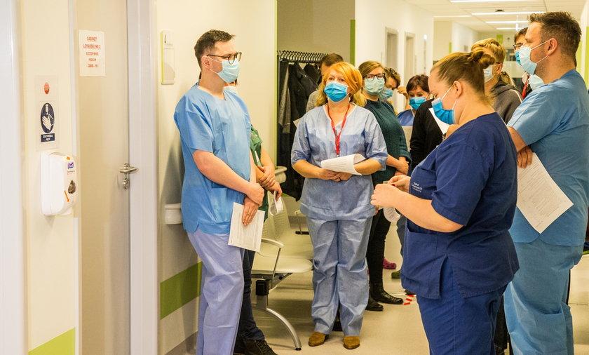 Rząd rozważa obowiązkowe szczepienia dla pracowników medycznych i nauczycieli.