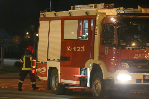 """OGROMNA ŠTETA Požar u garaži, izgoreo traktor, """"golf"""" i bicikl"""