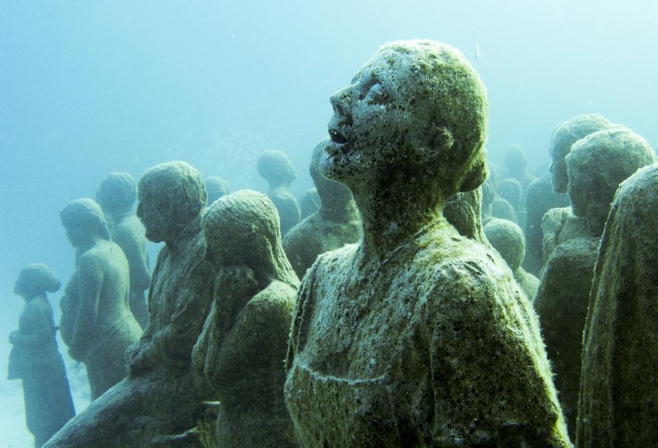 """Podwodna instalacja """"Cicha ewolucja"""" w Meksyku"""